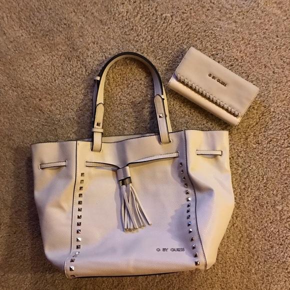 cf8ff04765 Guess Handbags - Guess (GBG) Purse and wallet